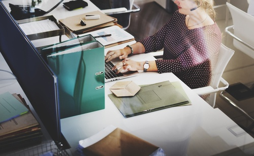 woman-logging-support-ticket